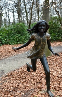 running_girl_statue_by_cavami-d4saxfw